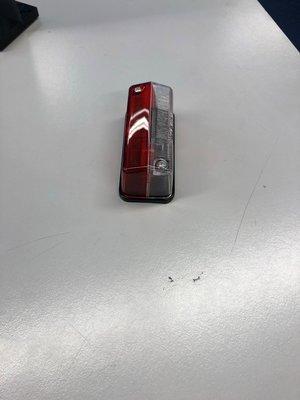 Breedtelicht rood/wit 92x43mm Hella